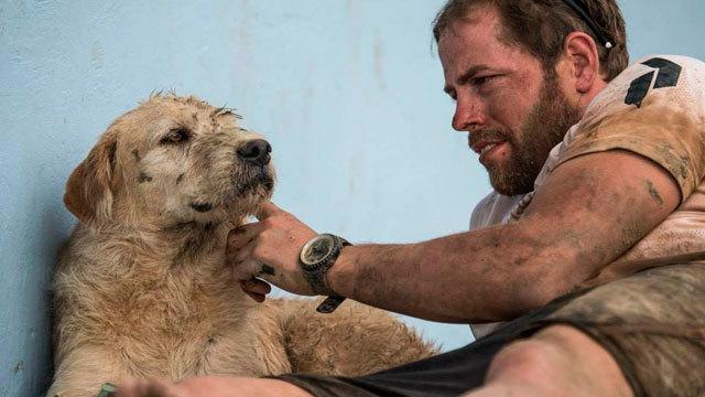 hombre-adopta-perro-maraton-ecuador